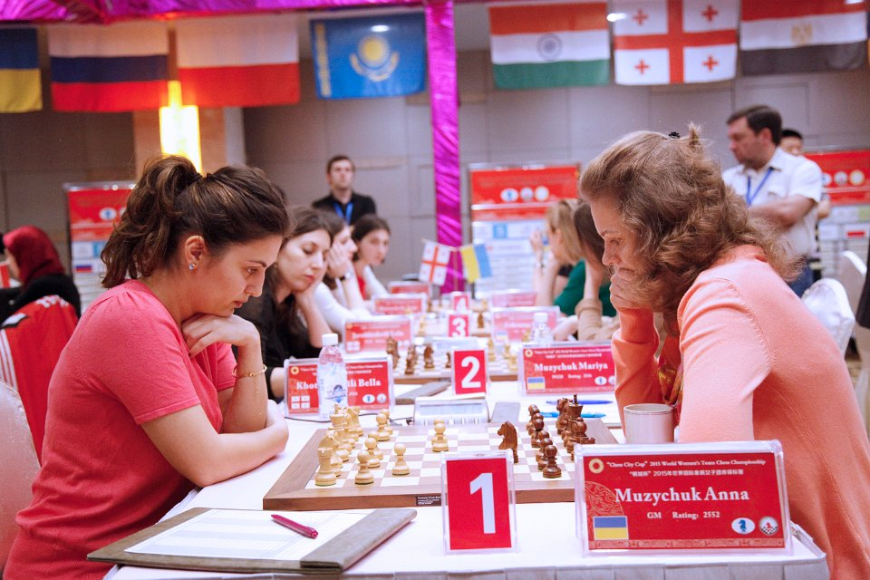 GM Khotenashvili (L) in action against GM Anna Muzychuk (R). (Picture Source: http://chengdu2015.fide.com/)